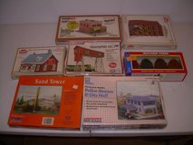 LOT OF 17 NEW HO TRAIN SCALE BUILDINGS, STRUCTURES, ROLLING STOCK & MORE in Byron, Georgia