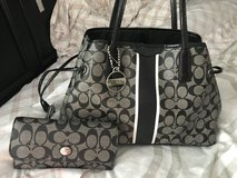 Coach purse and wallet in Fort Campbell, Kentucky