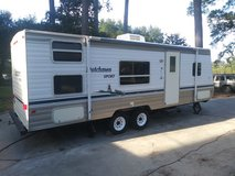 2005 Dutchmen travel trailer 26 foot sleeps 8 in Baytown, Texas
