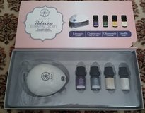 AROMA ESSENCE RELAXING ESSENTIAL OIL SET, NIB in Lakenheath, UK