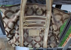 Coach handbag. Brown and gold poppy. in Fort Campbell, Kentucky
