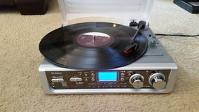 Brookstone IConvert USB LP 45's Turntable FM AM Stereo MP3 player in Vacaville, California