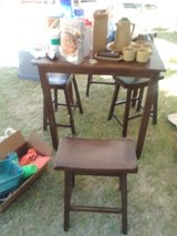 Table and stools in Alamogordo, New Mexico