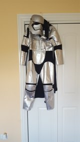 Star Wars Halloween Costume (size 9-10 up to 140cm). in Orland Park, Illinois