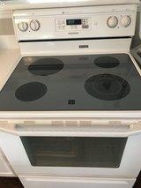 Electric oven Maytag in Waukegan, Illinois