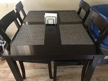 4 piece dining room set with mats in Fairfield, California