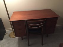 Desk with chair in Glendale Heights, Illinois