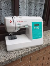 Singer Stylist 7258 Machine FOR PARTS ONLY in Ramstein, Germany