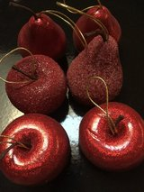 6 pc Red Pears & Apples Xmas Tree Ornaments in Eglin AFB, Florida