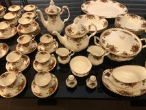 **MINT COND**Royal Albert Old Country Rose 106 pc bone China in Kingwood, Texas