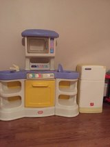 Play kitchen + refrigerator in DeRidder, Louisiana