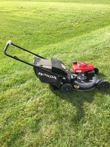 NEW STYLE HONDA MOWER WITH BAG AND MULCH FOR PARTS OR REPAIR MISSING  BAR ON HANDLE in Oswego, Illinois