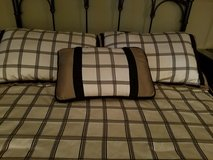 Queen comforter with 2 std shams in Tinley Park, Illinois