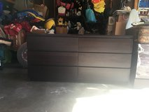 Dresser with 6 drawers in Glendale Heights, Illinois