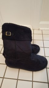 Girls Size 4 Boots in Glendale Heights, Illinois