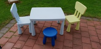 Plastic Table with chairs and stool in Grafenwoehr, GE