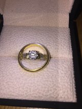 18K Gold .75ct. Round Brilliant Cut Diamond with Baguettes Engagement Ring and Wedding Band in Stuttgart, GE