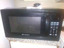 Emerson microwave..1 yr old barely used in Pasadena, Texas