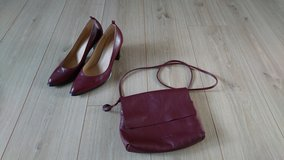 Shoes and matching purse, like new in Ramstein, Germany