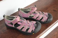 Keen Girls Sandals in Bartlett, Illinois