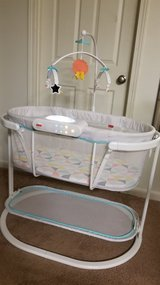 Fisher price soothing motion bassinet. in Cherry Point, North Carolina