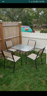 Table with 4 chairs in St. Charles, Illinois