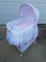 Mini Mouse Vibrating Bassinet in Fort Campbell, Kentucky