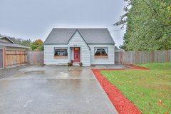 Adorable home in Tacoma on a HUGE lot! in Fort Lewis, Washington