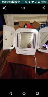 Vanity mirror in excellent condition in St. Charles, Illinois