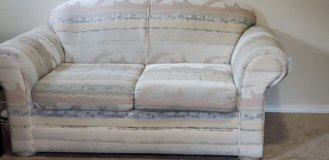 love sofa and couch in Fort Lewis, Washington