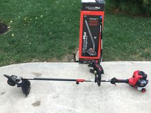 Troy Bilt TB42BC - 27cc Straight Shaft 2 Cycle Gas Trimmer + Edger Attachment. in Oswego, Illinois