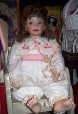 """Breeana Antique 22"""" Limited Edition Porcelain Laura Cababe Doll in Alamogordo, New Mexico"""