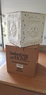 PLANTER, SOUTHERN LIVING in Naperville, Illinois