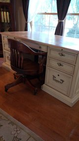 Beautiful Stanley solid wood desk with unique inlay top in Oswego, Illinois