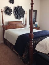Queen poster bed in Oswego, Illinois