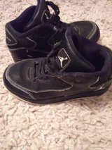 Black Jordans sz 11 in Lawton, Oklahoma