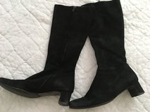 Real suede Italian boots size 7 in 29 Palms, California