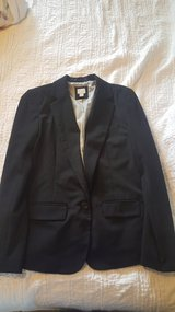 Sz 8 suit top worn once for an hr in Fort Belvoir, Virginia