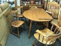 Table and 5 chairs in Oswego, Illinois