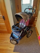 stroller in Oswego, Illinois