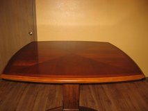 DINNING TABLE AND CHAIR SET in Fort Leonard Wood, Missouri
