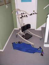 Invacare Get-U-Up Hydraulic Stand-up lift and sling in Fort Leavenworth, Kansas