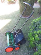 """Scotts 20"""" push reel mower w/grass catcher bag (almost new) in Fort Bliss, Texas"""