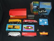 HO Scale Railroad Train Supplies ~ Engines Cars Controllers +++ in Aurora, Illinois