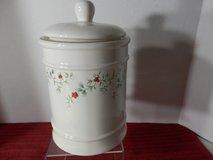 Winterberry 1.5 Qt Canister Brand New in Chicago, Illinois