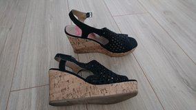 Shoes Sz 7.5m, like new in Ramstein, Germany