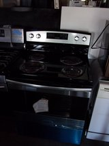 New Amand Electric Stove in Fort Riley, Kansas