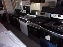 Gas or Electric Stove in Fort Riley, Kansas