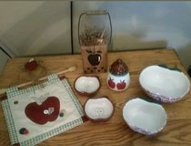 Decorative Red Apple Kitchen Decor Lot of 8 in Fort Leonard Wood, Missouri
