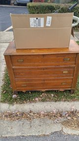 Free Dresser in Glendale Heights, Illinois